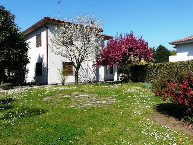 In giardino B&B - room 2 - Cassina de' Pecchi