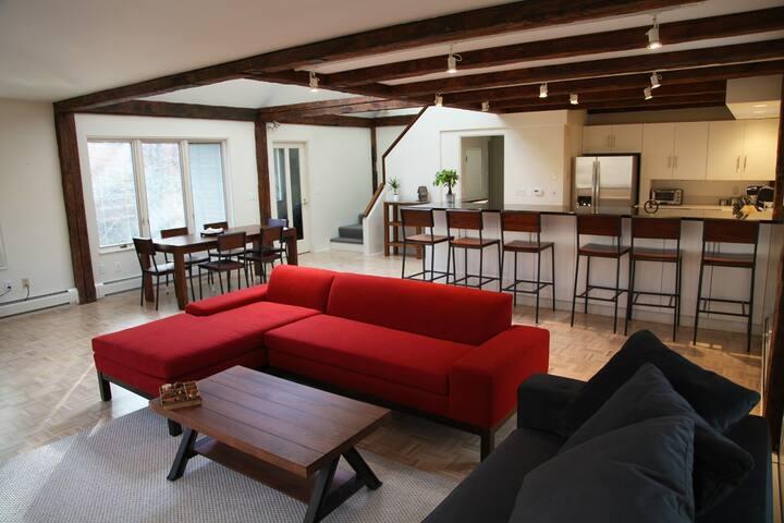 Luxury Apartment Overlooking Brook - Woodstock - Apartmen