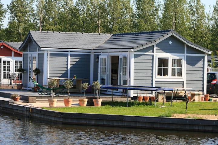 Vakantiehuis aan het water - Loosdrecht - Houten huisje