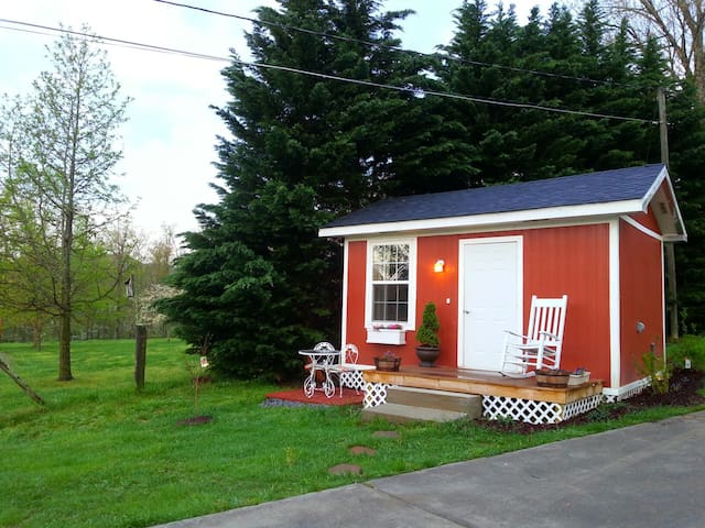 Lovely Cottage with Smoky Mtn views - Sevierville - Cabane