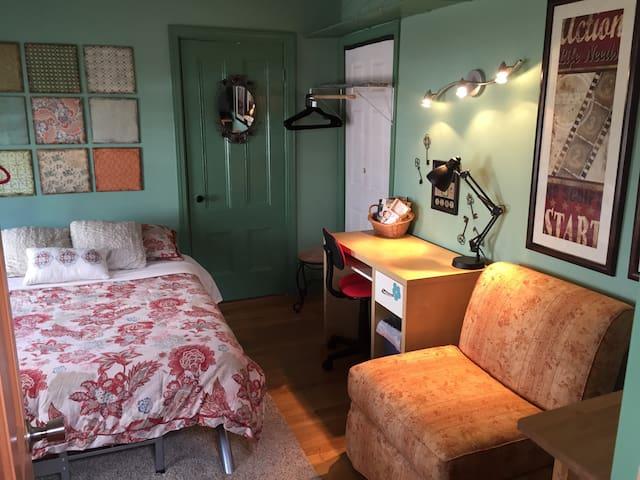 1st Floor Private Room, Queen Bed - Haverhill - Ev