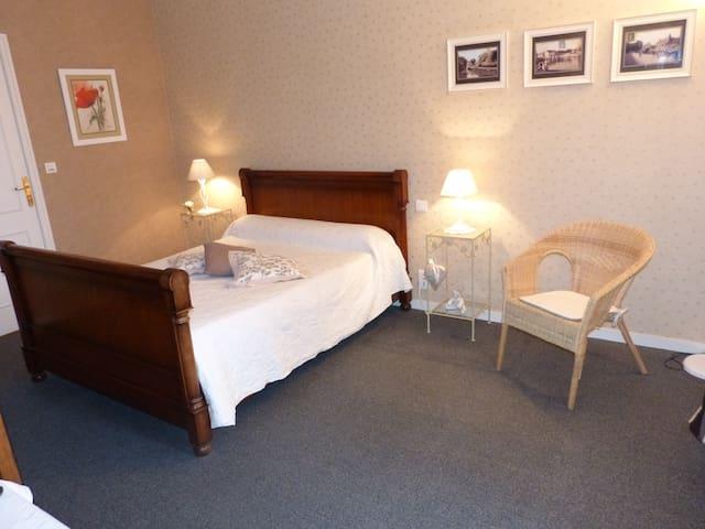 Chambre d'hôtes à la ferme - Santilly - 旅舍