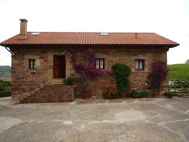 Cabaña Pasiega restaurada cerca de todo. Con WIFI. - Pomaluengo. Castañeda - Hus