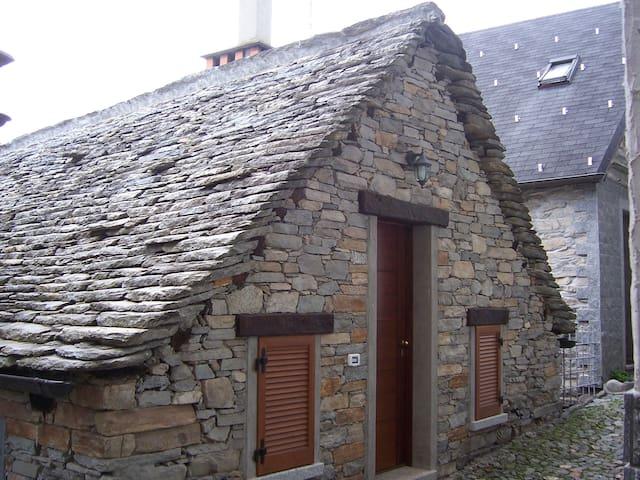 Delizioso chalet in pietra e legno! - Druogno - Lomamökki