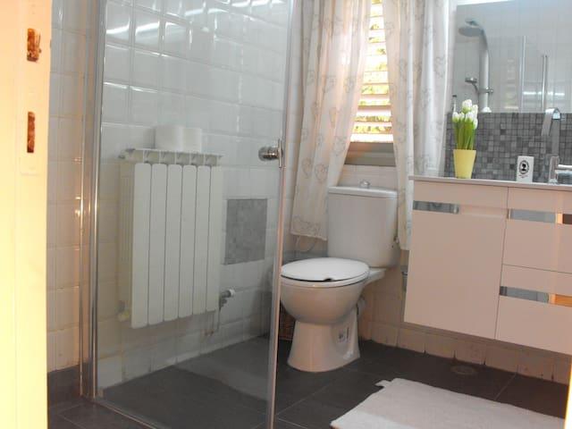 Relaxing and Comfortable Room - Caesaria - Huis