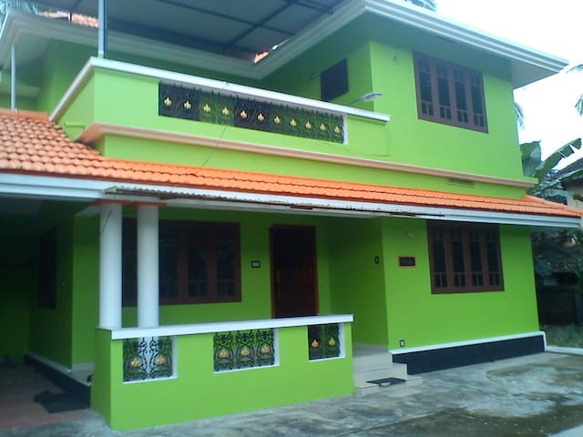 Entire Floor in the Heart of Trichur - Thrissur - Talo