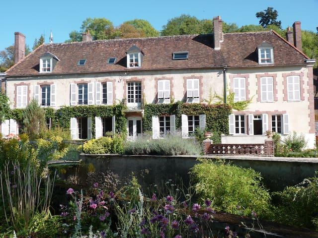 Le Clos Saint Nicolas.Chambre Rose - Château-Renard - Bed & Breakfast