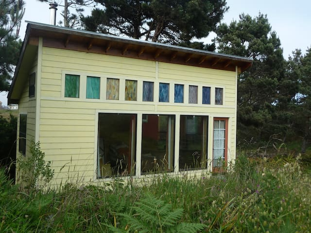 Windy Hollow Farmstay Yellow Cabin - Point Arena - Cabane