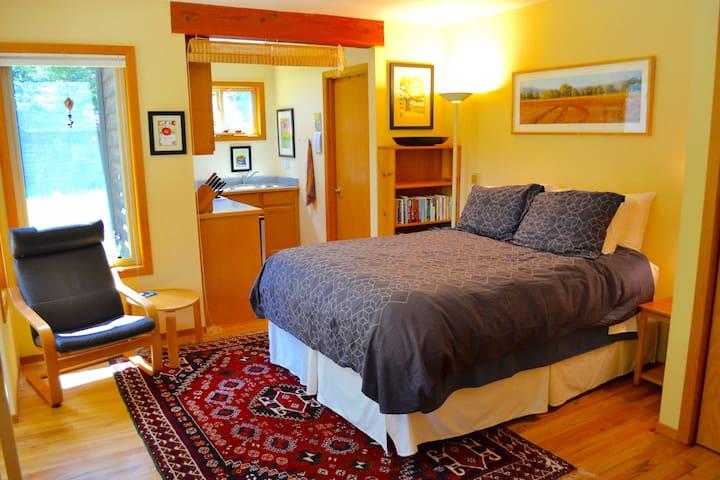 Peaceful studio apt in the redwoods - McKinleyville - Leilighet