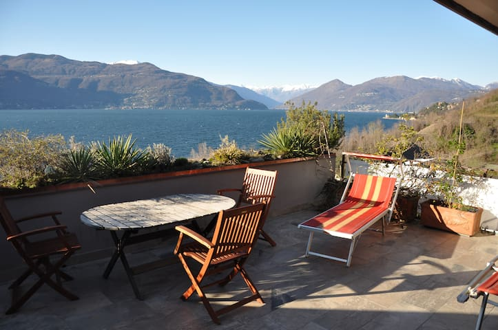 Sensational lake view - Porto Valtravaglia - Apartmen