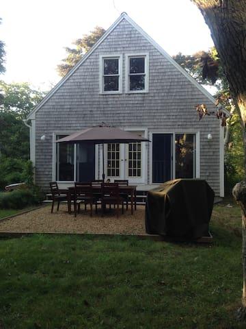 Private Up-Island Cottage Retreat - Aquinnah