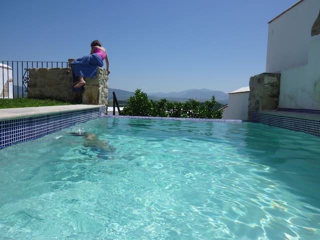 Andalusian village house with pool - Jimena de la Frontera - Huis