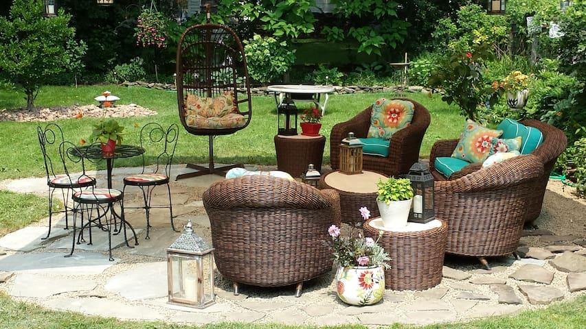 Cozy,contemporary,clean,private, BEAUTIFUL yard! - Búfalo - Casa