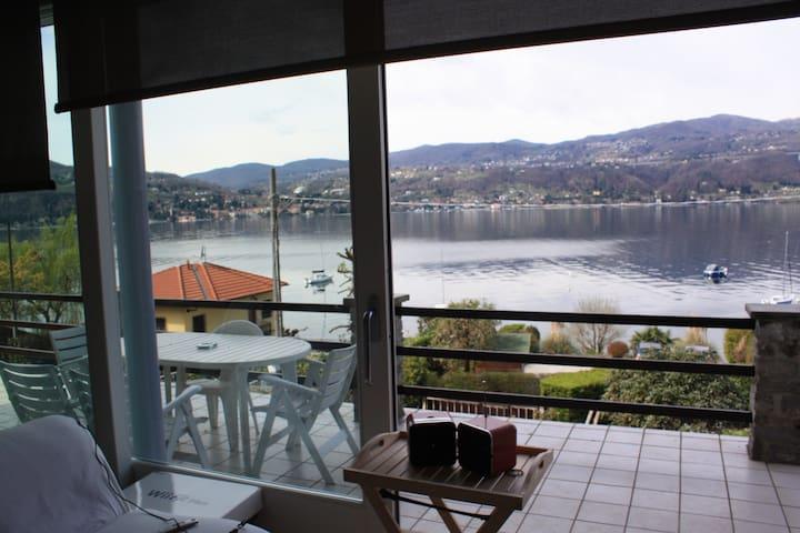 LAKE VIEW AND PRIVATE BEACH - Ranco - Apartament