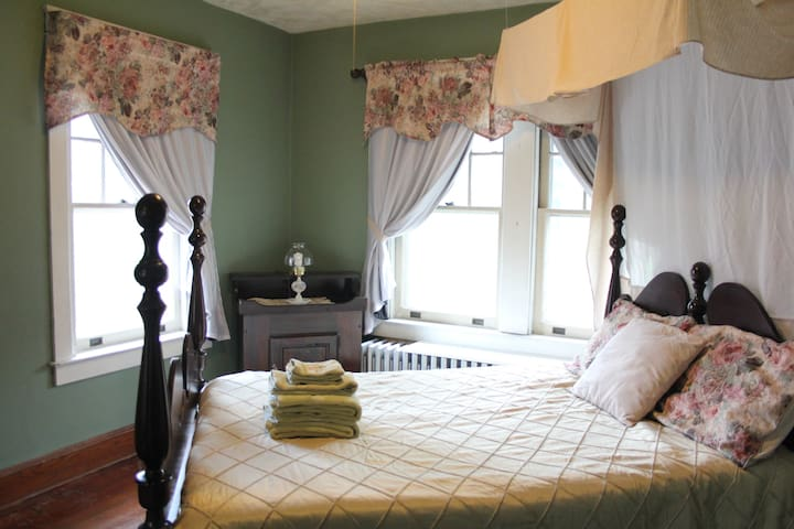 Private Guest Room in Historic Town - Strasburg - Hus