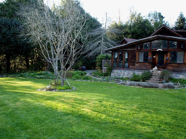 Quaint Retreat at Myrtle Glen Farm - Myrtle Point - Bed & Breakfast