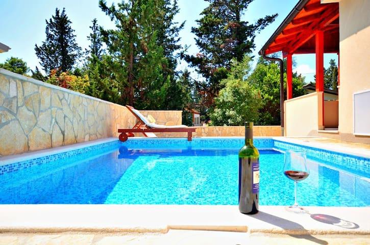 Perfect villa for a family holiday - Vrboska - Villa