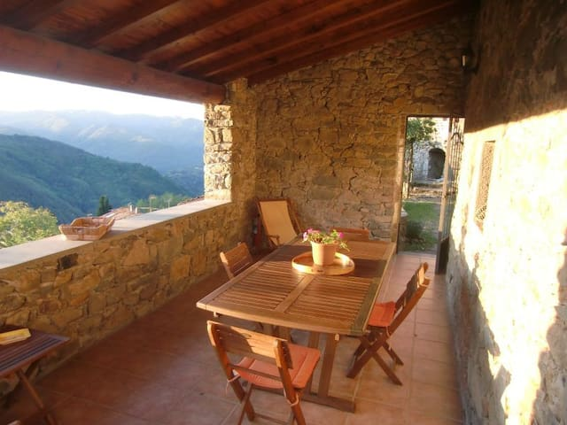 Charming house with view and garden - Bagni di Lucca - Hus