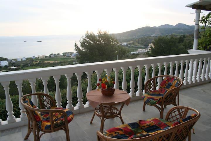 An apartment with fantastic views. - Agia Marina - Leilighet