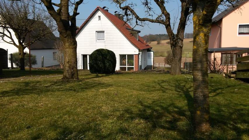 Gemütliches Haus mit großem Garten - Rohr in Niederbayern - Hus
