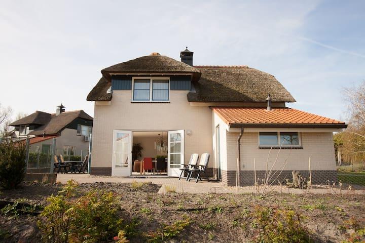 Luxe Villa + ligplaats IJsselmeer - Makkum - Casa