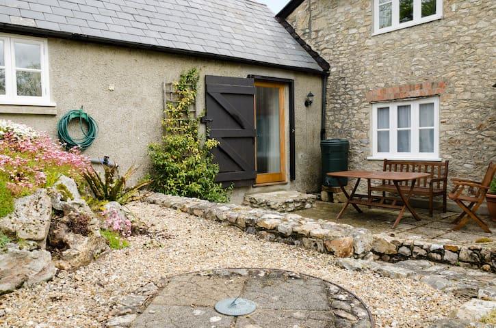 'Mwendafye' cosy Gr II  cottage  - Dalwood
