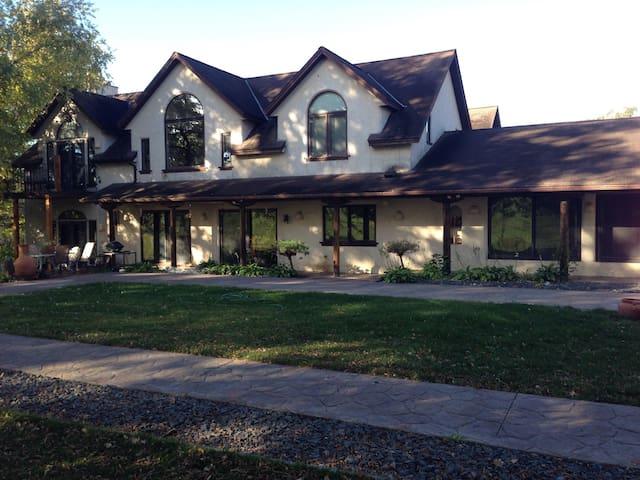 Country Villa on 100 acres - Webster - Villa