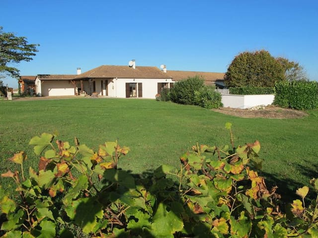 Farmhouse Gite Garrou & Vineyards - Saussignac - Casa