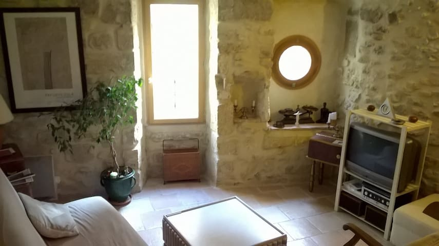 Friendly house in stone on 3 floors - Roquemaure - Hus