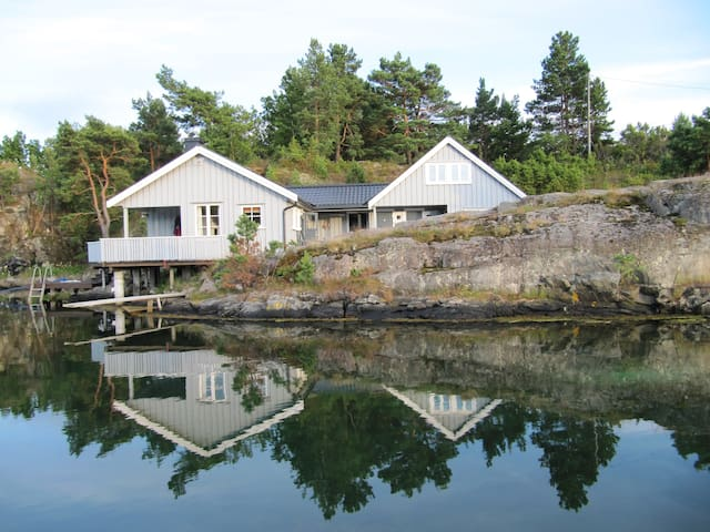 Cottage by the sea, good standard - Tvedestrand - Cabaña