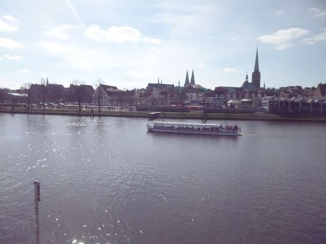 Fabriketage mit Siebentürme-Blick - Lübeck - Apartamento