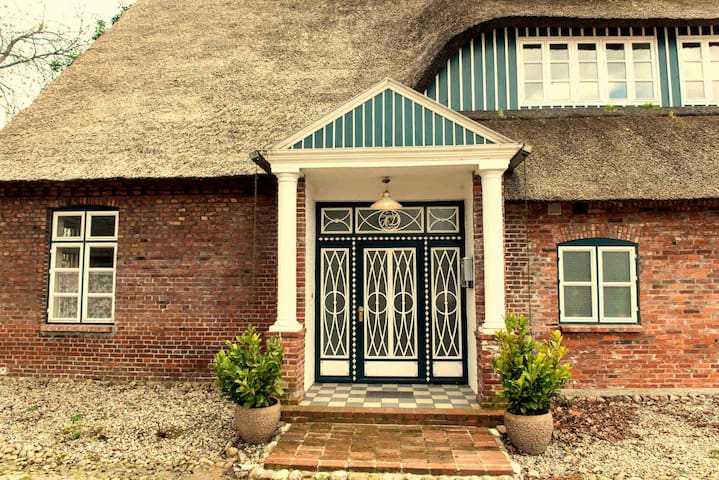 Gästehaus Reetdachhof Doss - Seeth-Ekholt - Дом