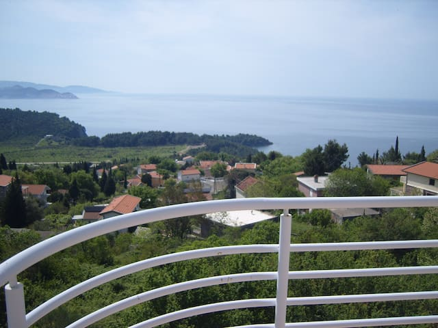 Penthouse with amazing Sea views! - Sutomore - Appartement