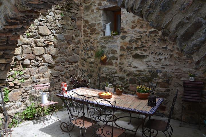 Gîte Dame Guenièvre - Palairac - Huis