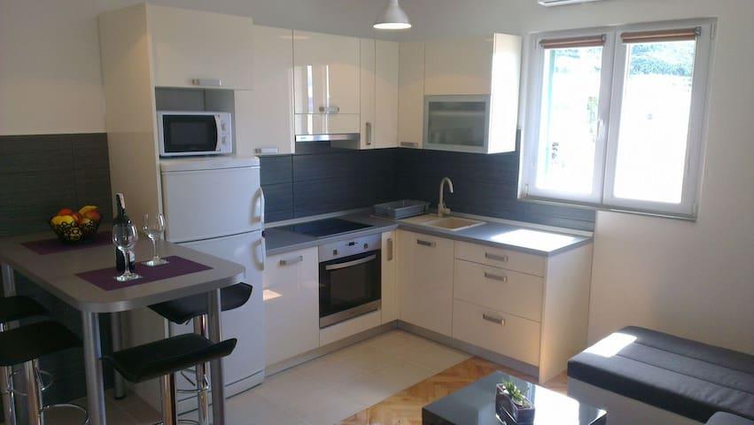 Modern A4  apartment near beach - Makarska - Leilighet