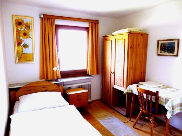 Haus Steinwidder - room nr. 1 - breakfast included - Bad Aussee - Penzion (B&B)
