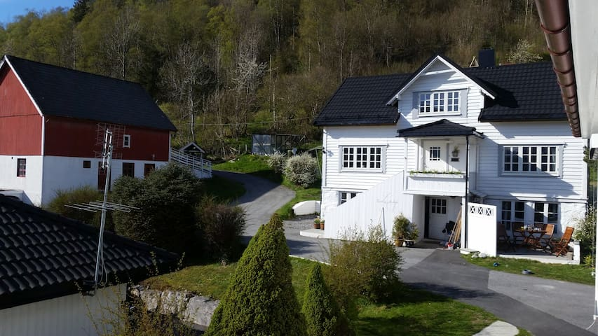Beautiful Norwegain house - Sykkylven - 一軒家