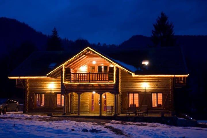 Charming log cabin in mountain area - Podu Dâmboviței - Chalet