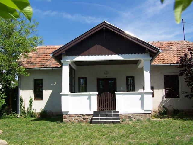 """The """"Small House"""" - Révfülöp - 小木屋"""