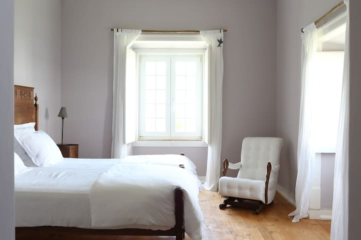 Lavender Bedroom at an Organic Farm - Azueira - Bed & Breakfast