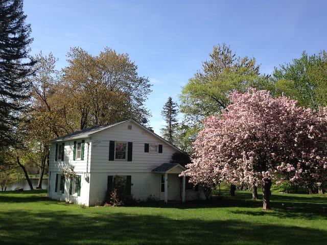 Four-Season Poconos Lake House - Gouldsboro - Hus