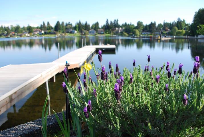 Lake House Waterfront Retreat close to Airport! - SeaTac