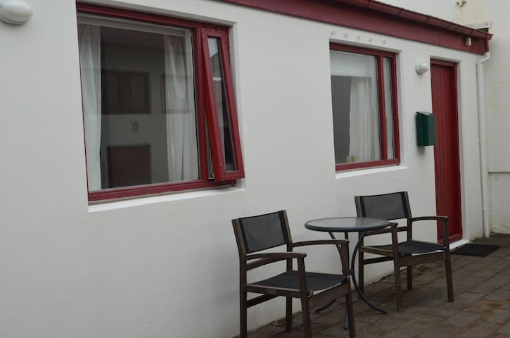 Studio apartment for 2+  ideal if in a rent-a-car - Kópavogur - Appartement