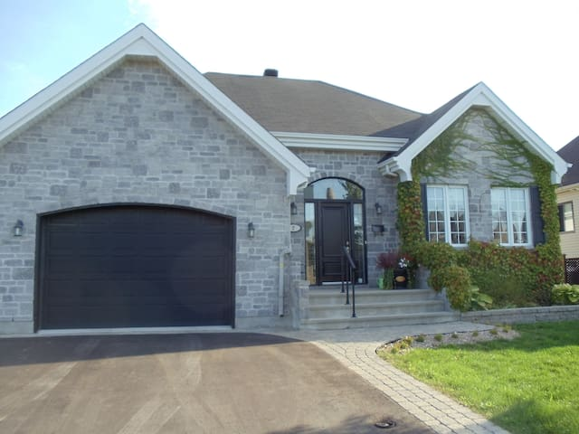 Bachelor 3 1/2 with private entry - Blainville - Appartement