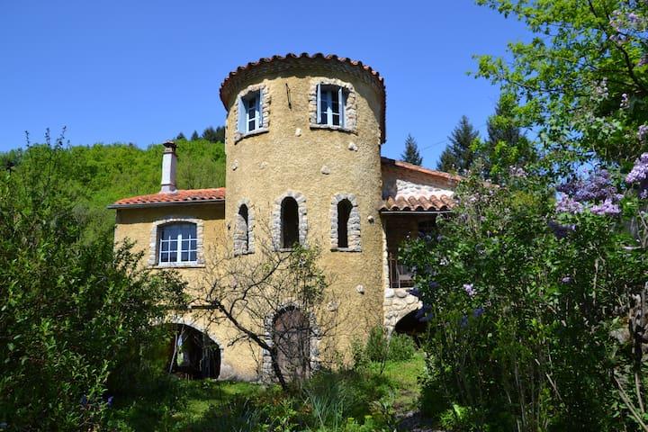 Studio in toren van mooi kasteeltje - Bréau-et-Salagosse - Appartement