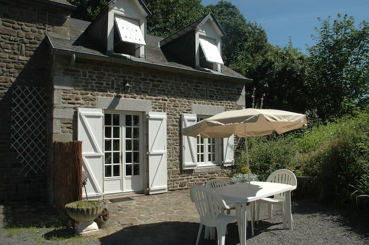 Gite de caractère à la campagne - Saint-Aubin-de-Terregatte - 獨棟