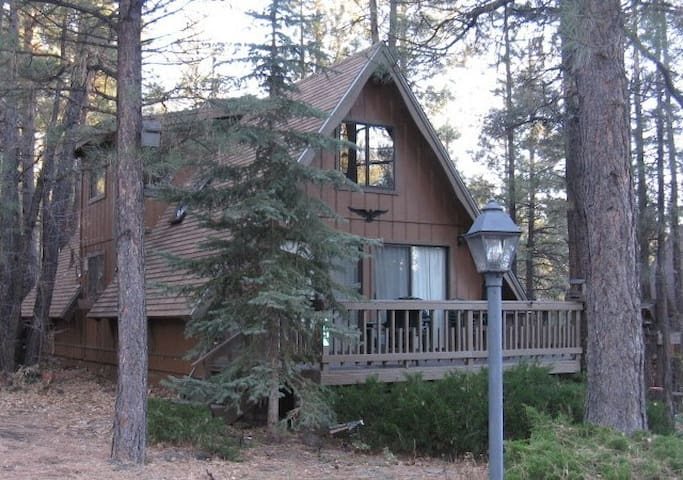 Comfy Cabin in a Great Location - Munds Park - Ev