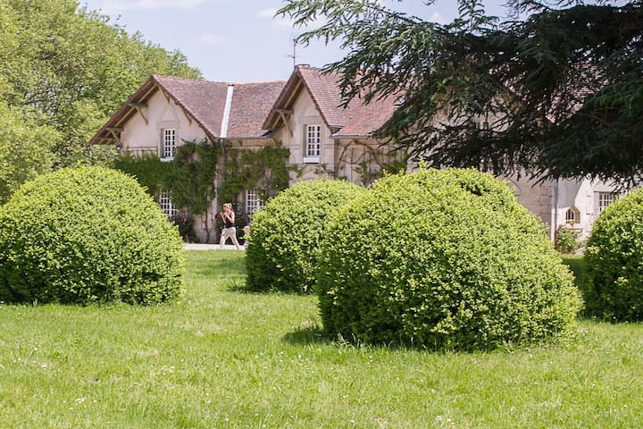 Former Stables 16th Century manor - Saint-Léonard-de-Noblat - Huis