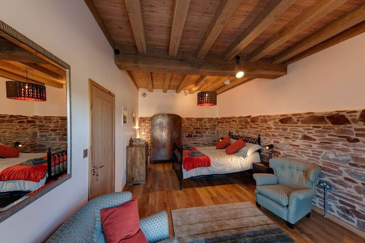 Cosy room in 16th century restored tidal mill - Millbrook