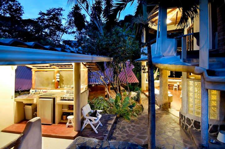Casa Tiburon Surf House Tamarindo - Tamarindo - Talo